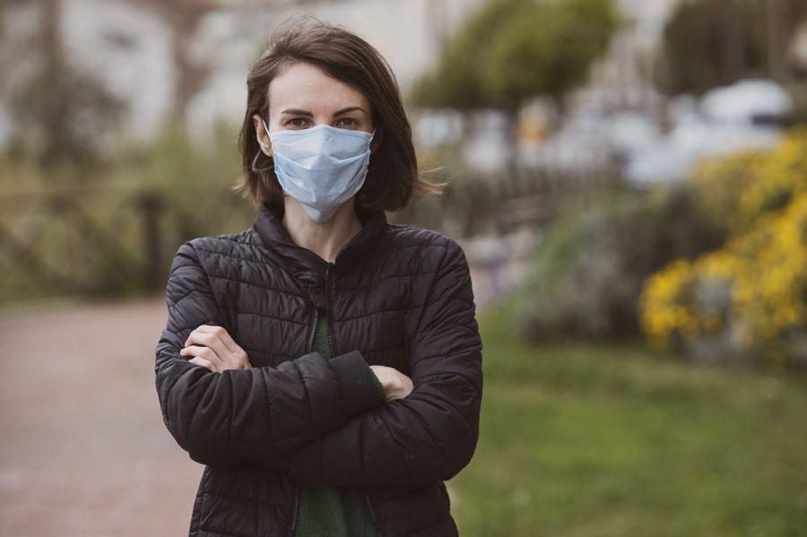 woman wearing face mask for coronavirus